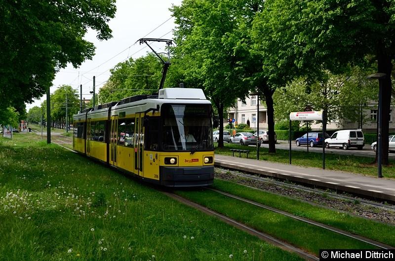 Bild: 2006 als Linie M2 zwischen den Haltestellen Stahlheimer Str./Wisbyer Str und Prenzlauer Allee/Ostseestr.