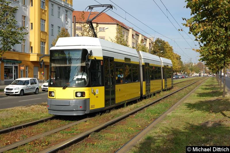 Bild: 2022 als Linie 12 kurz vor der Haltestelle Erich-Weinert-Straße.