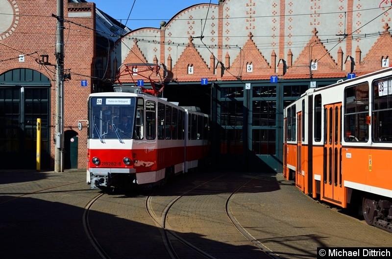 219 282-8 vor der Halle des Betriebshof Köpenick.