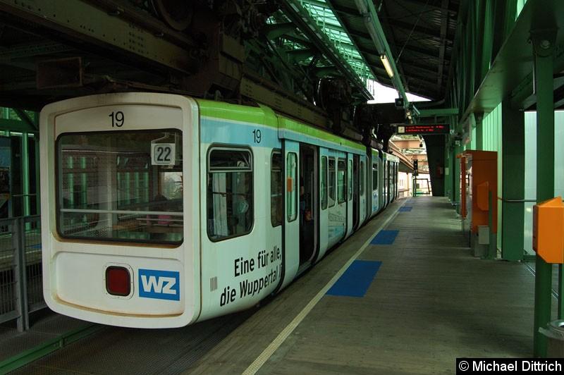Bild: Wagen 19 in der Haltestelle Bruch.