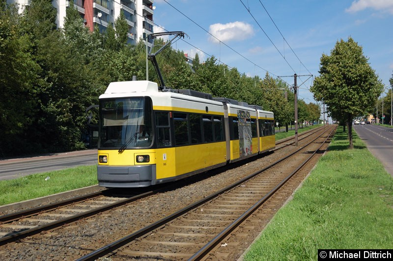 Bild: 1005 als Linie 27 kurz vor der Haltestelle Alt-Friedrichsfelde/Rhinstraße.