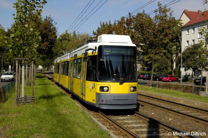 Bild: 2005 als Linie M10 vor der Haltestelle Landsberger Allee/Petersburger Straße.