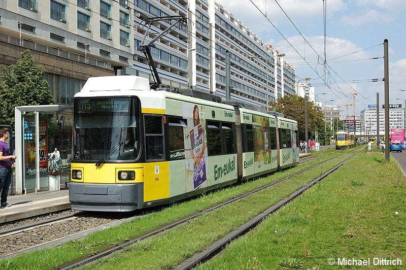 Bild: 1003 als Linie M5 an der Haltestelle Spandauer Straße/Marienkirche.