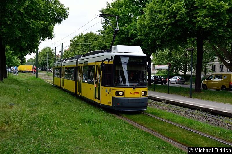 Bild: 2001 als Linie M2 zwischen den Haltestellen Stahlheimer Str./Wisbyer Str. und Prenzlauer Allee/Ostseestr.