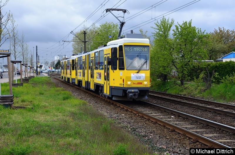 6092 + 6160 als Linie M6 zwischen den Haltestellen Landsberger Allee/Rhinstr. und Dingelstädter Str. Letzter Einsatztag der KT4D in Berlin.