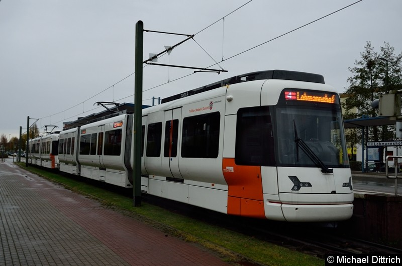 Wagen 5003 und 5002 als Linie 4 an der Endstelle Lohmannshof.