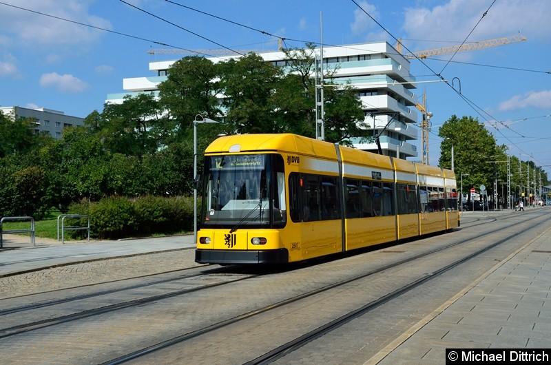 2507 als Linie 12 in Höhe der Haltestelle Webergasse.