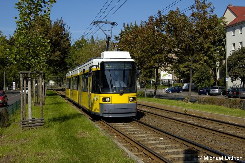 Bild: 2009 als Linie M10 vor der Haltestelle Landsberger Allee/Petersburger Straße.