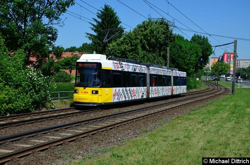 Bild: 1518 als Linie M6 kurz vor der Haltestelle Landsberger Allee/Rhinstr.