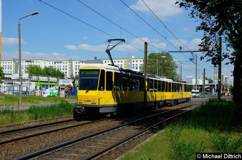 6100 + 6159 als Linie 37 hinter der Haltestelle Allee der Kosmonauten/Rhinstraße.