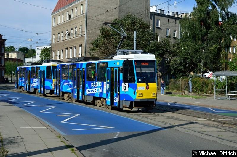 Die ex-Berliner T6A2 205 (ex 5214) und 206  (ex 5207) an der Haltestelle Zajezdnia Golęcin.