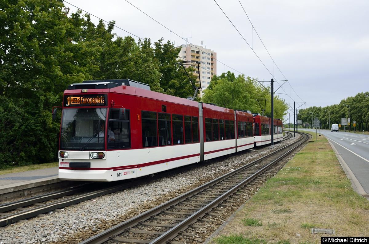611 + 613 als Linie 1 an der Haltestelle Thüringen-Park.