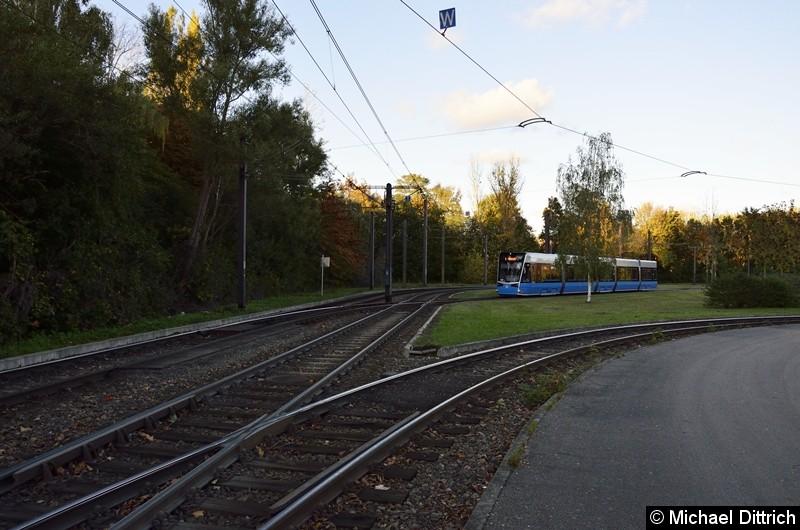 608 steht als Linie 1 in der Wendeschleife Rügener Straße.