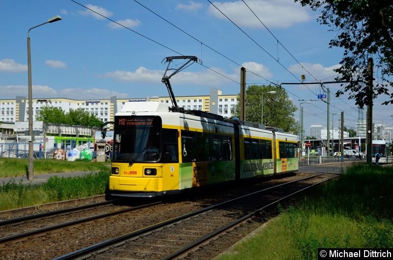 1521 als Linie M8 hinter der Haltestelle Allee der Kosmonauten/Rhinstraße.