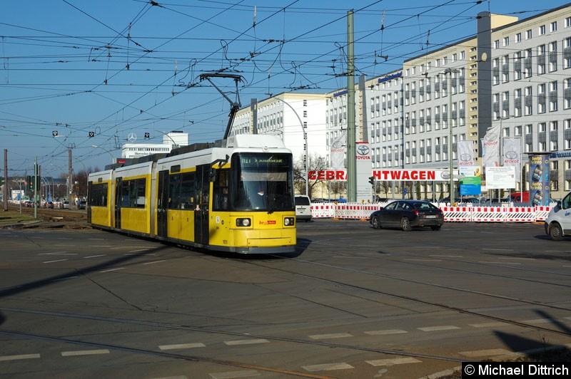 Bild: 1051 als Linie M17 auf der Kreuzung Allee der Kosmonauten/Rhinstr.