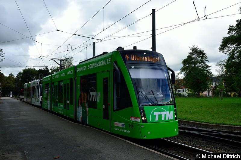 719 + 706 als Linie 4 kurz hinter der Haltestelle Agentur für Arbeit.