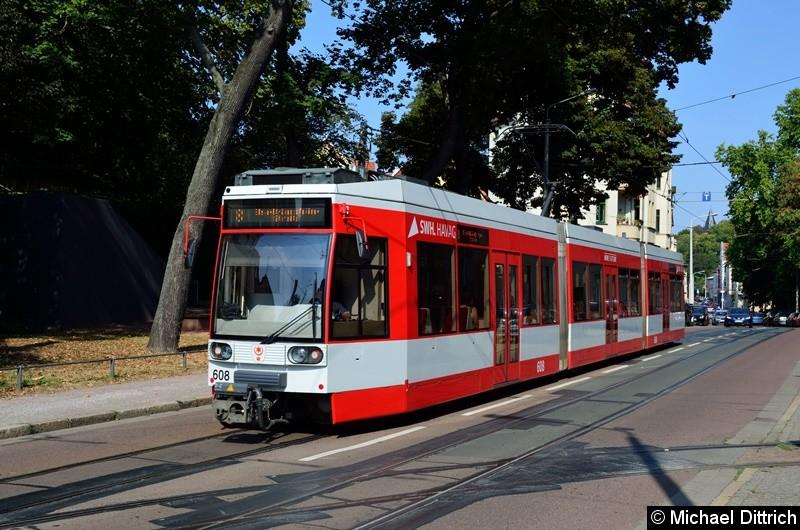 608 als Linie 8 an der Haltestelle Burg Giebichenstein.