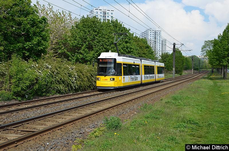 Bild: 1506 als Linie 16 kurz vor der Haltestelle Marzahner Prommenade.