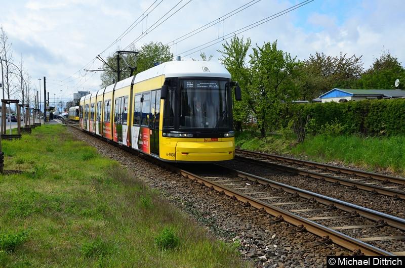 9008 als Linie M6 zwischen den Haltestellen Landsberger Allee/Rhinstr. und Dingelstädter Str.