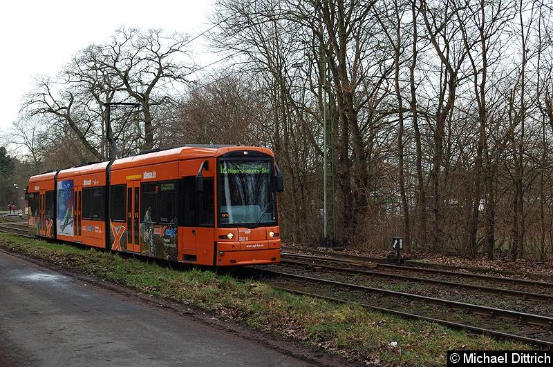 Bild: 262 als Linie 12 zwischen den Haltestellen Waldfriedhof Goldstein und Waldau.