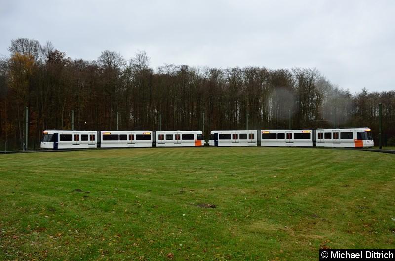 Wagen 5003 + 5002 als Linie 4 in der Wendeschleife Lohmannshof.