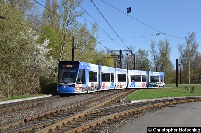 607 verlässt grade die Gleisschleife Rügener Straße.