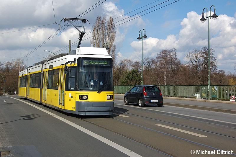 Bild: 1073 als Linie 62 auf der Dammbrücke.