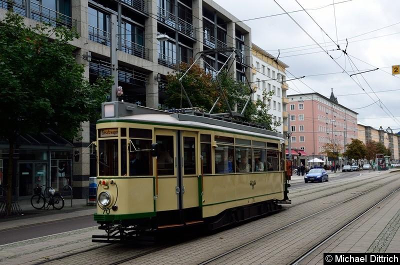 Bild: Wagen 70 erreicht in Kürze die Haltestelle Alter Markt um als Linie 77 nach Herrenkrug zu fahren.