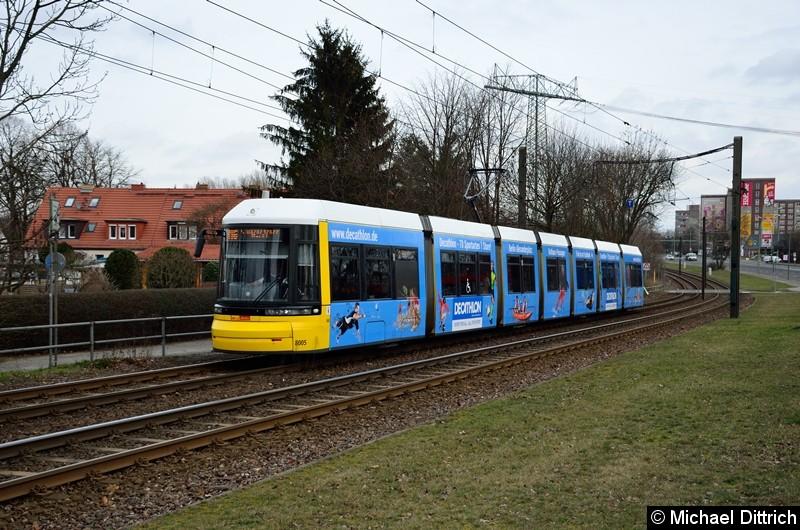 Bild: 8005 als Linie M6 kurz vor der Haltestelle Landsberger Allee/Rhinstr.