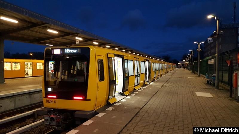 1029 als Linie U5 in Hönow kurz nach der Ankunft.
