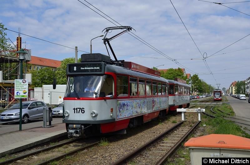 Sonderfahrt mit 1176 + 204: Ankunft Elsa-Brandström-Straße. Im Hintergrund