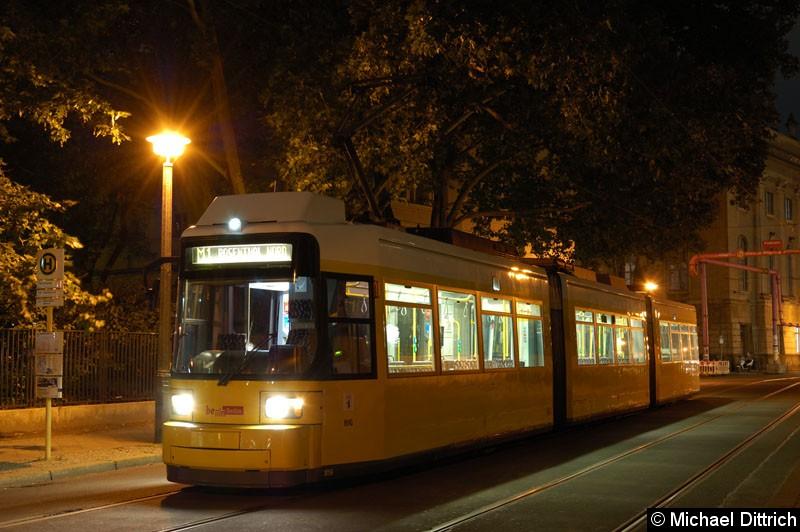 Bild: 1056 als Linie M1 an der Haltestelle Am Kupfergraben.