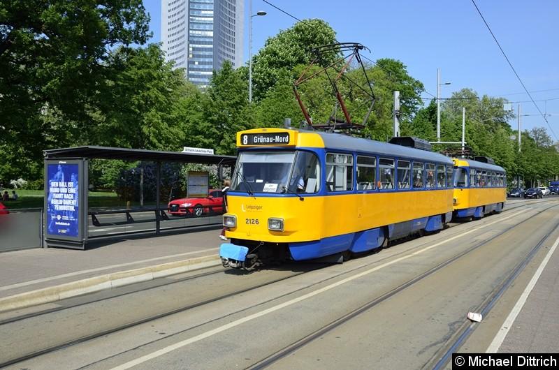Bild: 2126 + 2110 als Linie 8 am Wilhelm-Leuschner-Platz.
