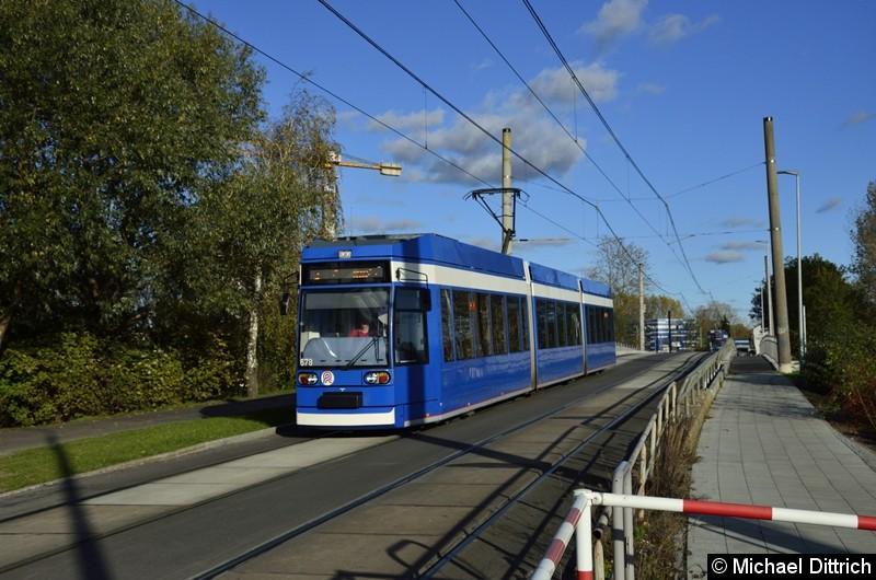 678 als Linie 2 kurz vor der Haltestelle Stadthafen.