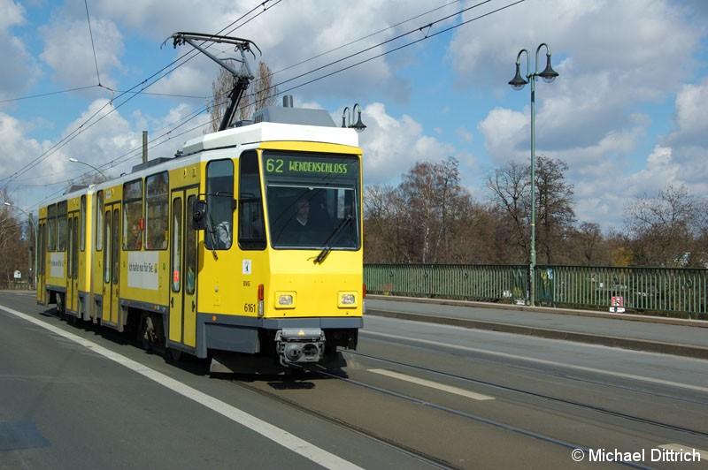 Bild: 6161 als Linie 62 auf der Dammbrücke.