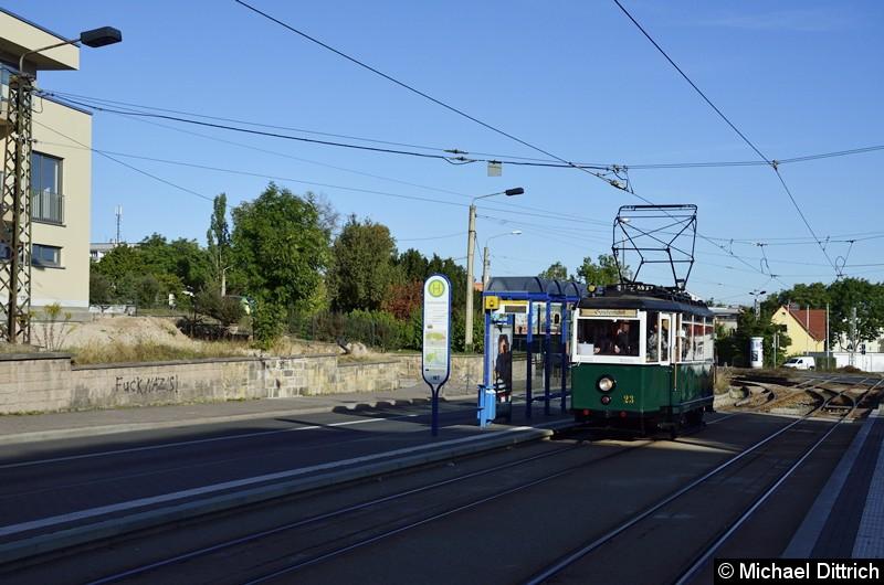 Anlässlich des Tag der offenen Tür und des Geburtstages der Waldbahn fand ein Korso statt. Erster Wagen war der 23 hier an der Haltestelle Huttenstraße.