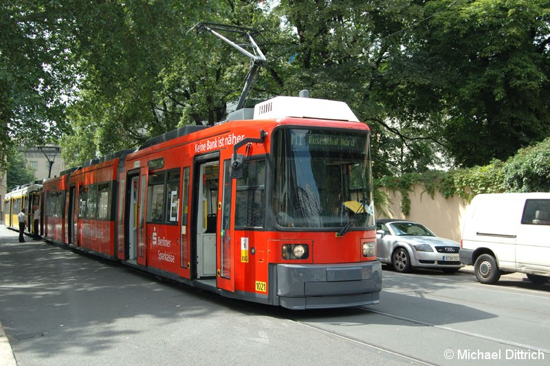 Bild: 1021 als Linie M1 an der Haltestelle Am Kupfergraben.