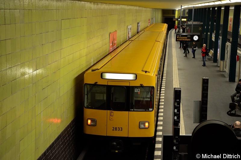 Bild: 2833 als Linie U6 im Bahnhof Tempelhof. Er kam gerade aus der Kehranlage.