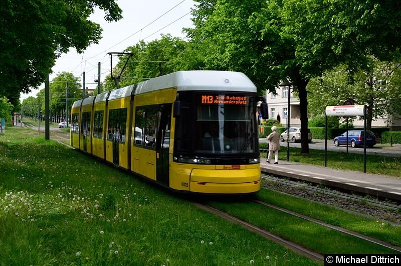 Bild: 4013 als Linie M13 nach S+U Alexanderplatz zwischen den Haltestellen Stahlheimer Str./Wisbyer Str und Prenzlauer Allee/Ostseestr.