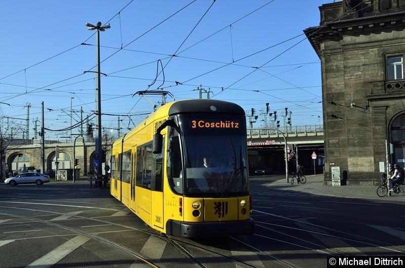 2826 erreicht als Linie 3 den Bahnhof Neustadt.