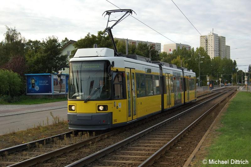Bild: 2002 als Linie 27 vor der Haltestelle Landsberger Allee/Rhinstraße.