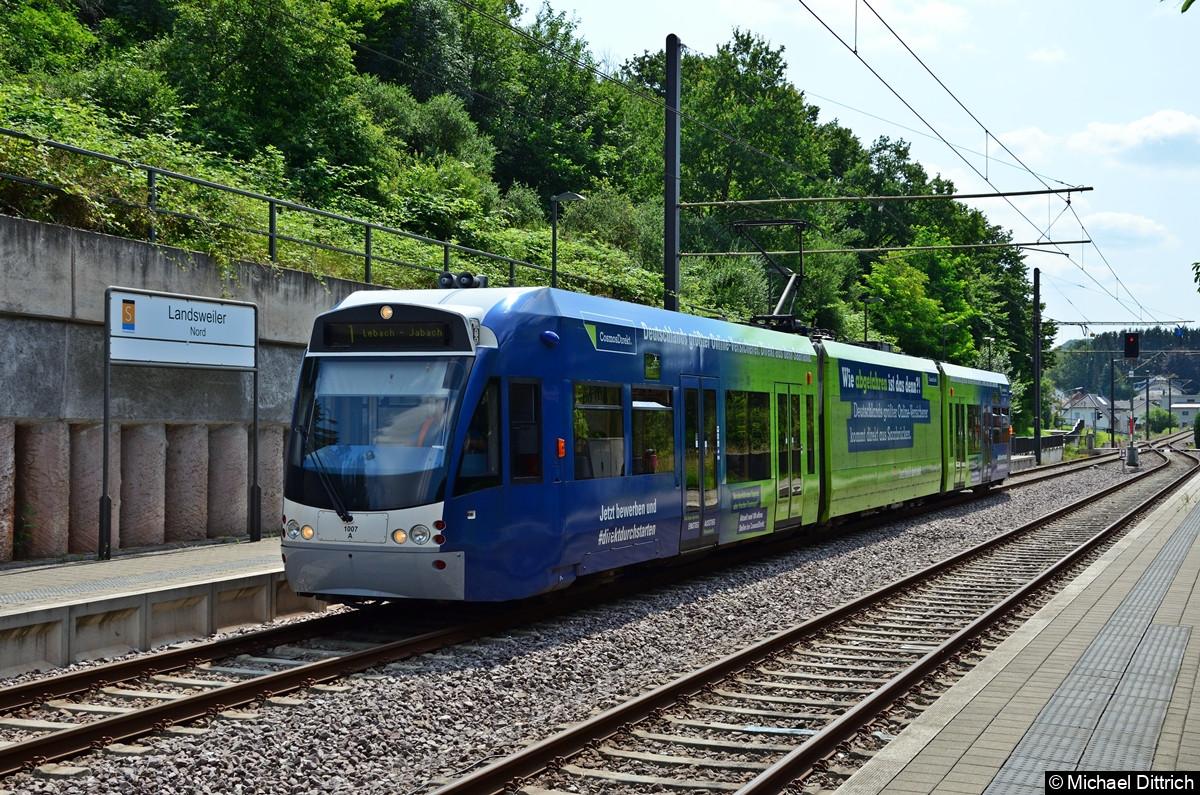 1007 in der Haltestelle Landsweiler Nord.  Das Ziel Lebach Jabach wird nur in der Hauptverkehrszeit erreicht.