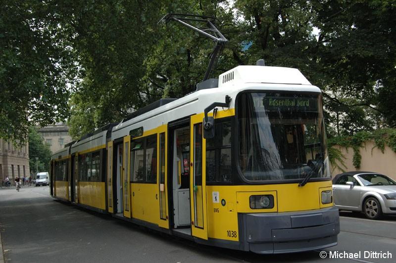 Bild: 1038 als Linie M1 an der Haltestelle Am Kupfergraben.