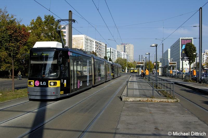 Bild: 2004 als Linie M4 in der Otto-Braun-Straße Ecke Wadzeckstraße.