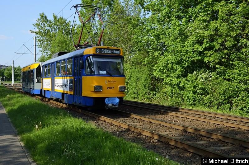 2107 + 906 als Linie 8 zwischen den Haltestellen Am Vorwerk und Strabf. Paunsdorf.
