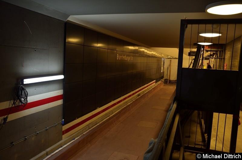 Hier werden ab Ende 2020 die Züge in Richtung Hönow fahren. Blick vom Tunnelgang.