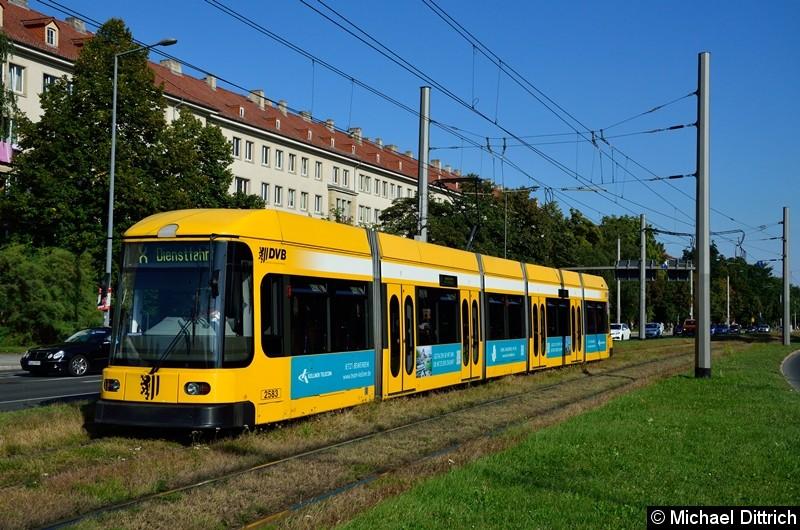 2583 als Linie X (Dienstfahrt) in der Grunaer Straße zwischen den Haltestellen Deutsches Hygiene-Museum und Pirnaischer Platz.