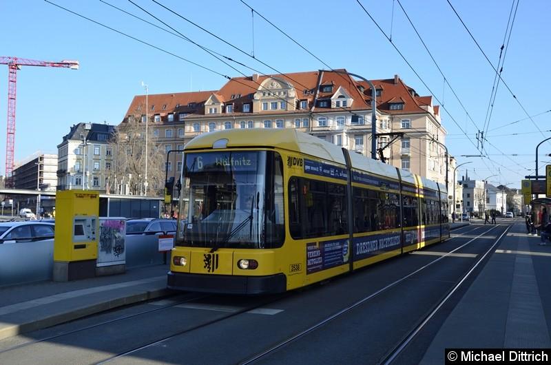 2538 als Linie 6 an der Haltestelle Bahnhof Neustadt.