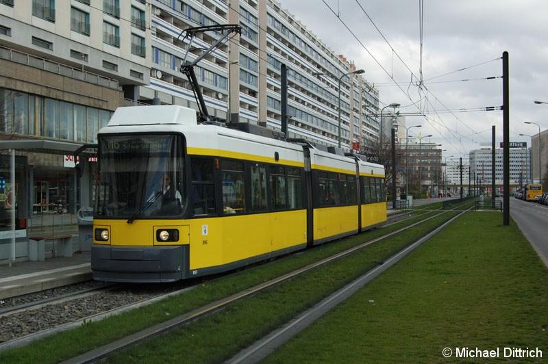 Bild: 1065 als Linie M6 an der Haltestelle Spandauer Straße/Marienkirche.