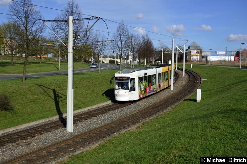 203 erreicht als Linie 3 in Kürze die Haltestelle Ernst-Abbe-Straße.